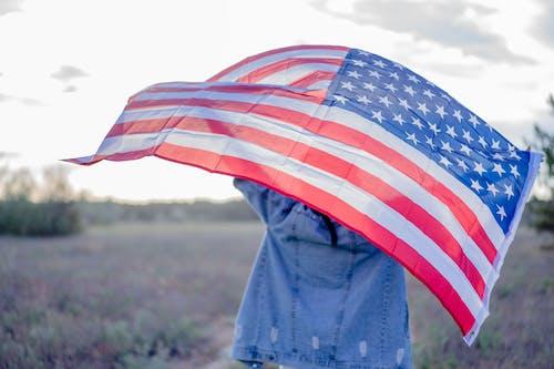 Ingyenes stockfotó csík, emberek, esernyő témában