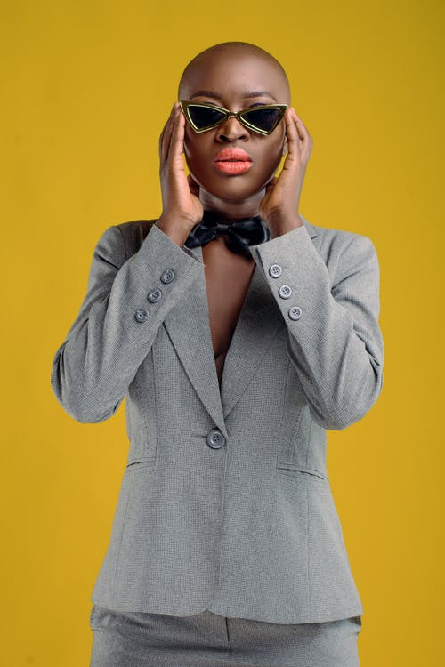 Kostenloses Stock Foto zu accessoire, afroamerikaner-frau, anziehen