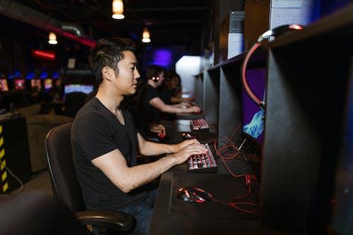 Kostenloses Stock Foto zu asiatisch, cyber, drinnen