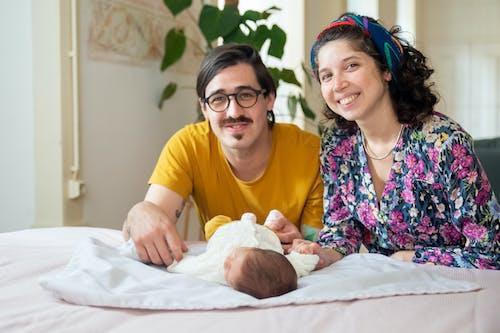 Gratis arkivbilde med baby, familie, far