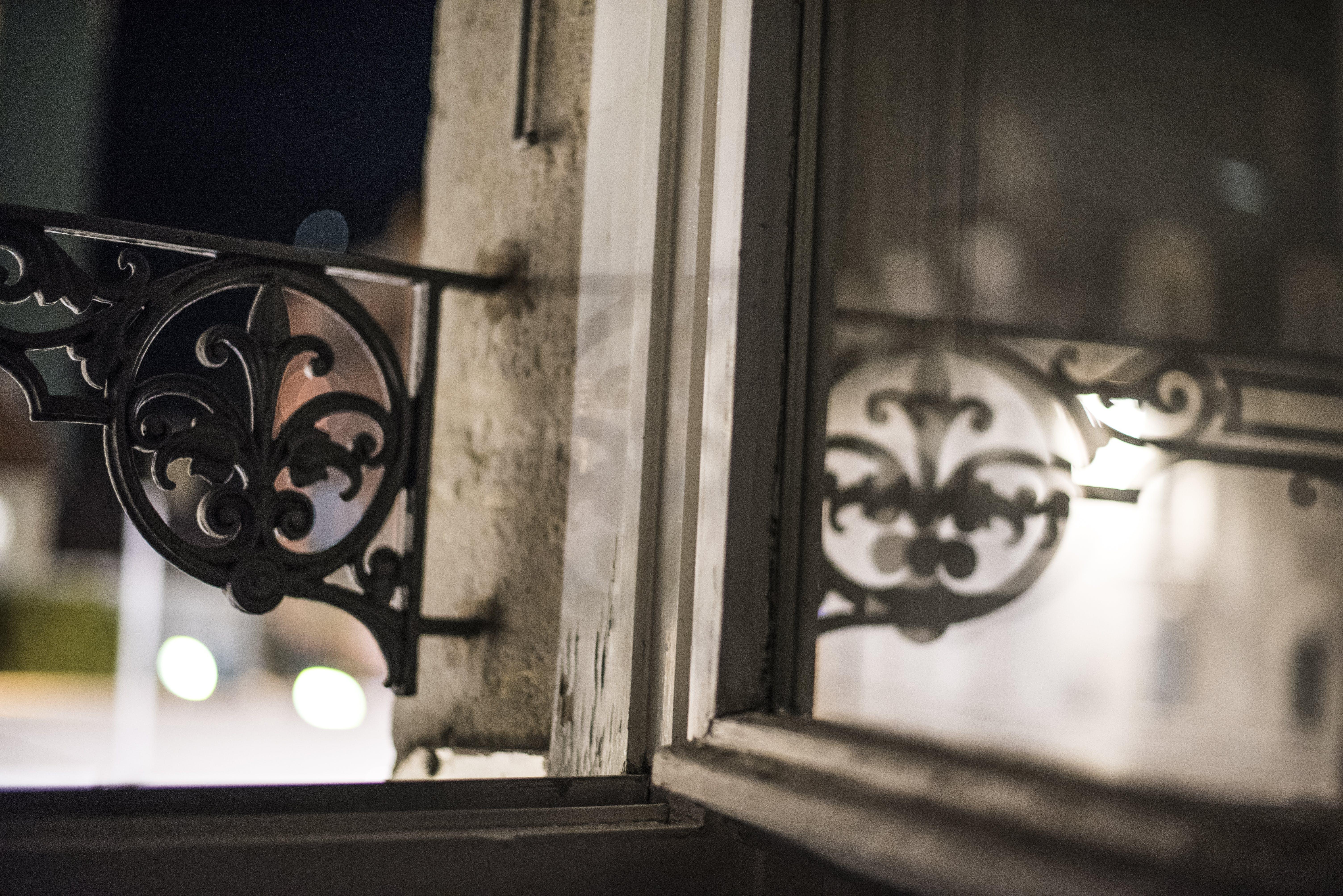 Gratis arkivbilde med lysrefleksjoner, natt, nattfotografi, uteliv