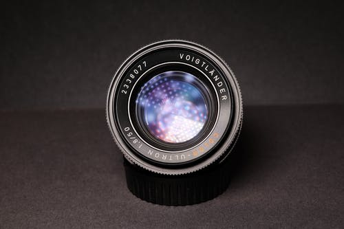 黑色單反相機鏡頭的特寫攝影