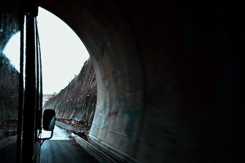 Foto profissional grátis de escapar, leve, triste, túnel