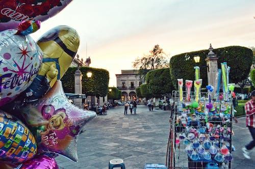 Kostenloses Stock Foto zu anbieter, ballons, bäume, beleuchtung