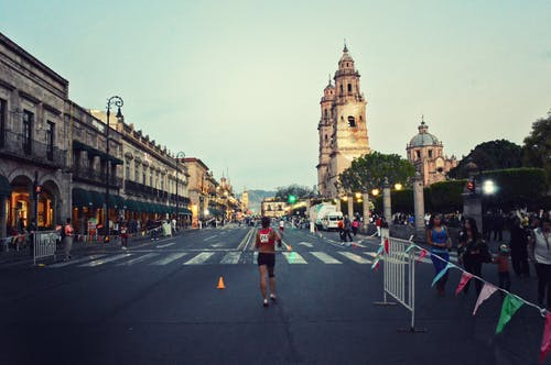 Hombre Corriendo En Maratón