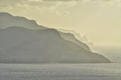 Gratis lagerfoto af aften, bjerg, hav, havudsigt