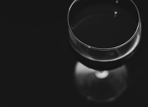 Gratis lagerfoto af baggrund, drink, glas, sort