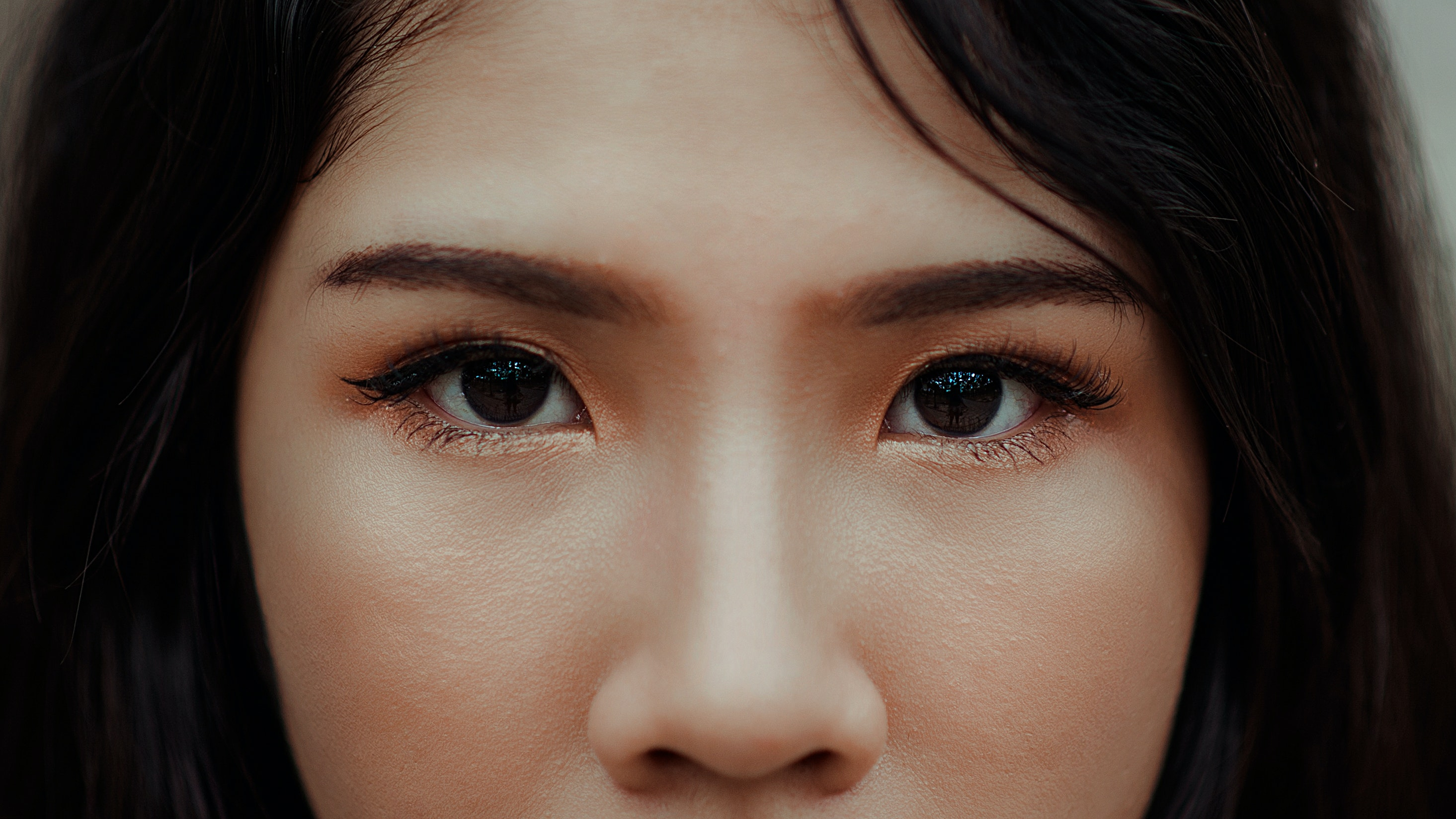 Close up photography of a woman · free stock photo