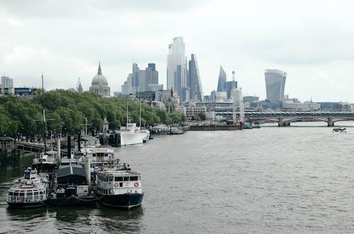 Fotos de stock gratuitas de agua, arquitectura, barca