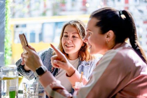 Ingyenes stockfotó arckifejezés, barátság, beltéri témában