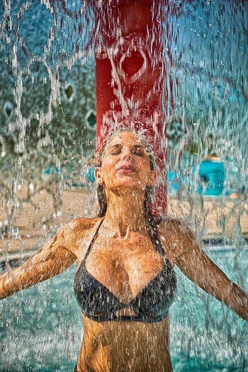 คลังภาพถ่ายฟรี ของ H2O, คน, น้ำ, บิกินี่
