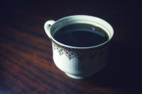Darmowe zdjęcie z galerii z ciemny, czarna kawa, filiżanka kawy, gorąco