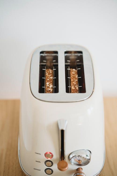 White 2 Slot Bread Toaster