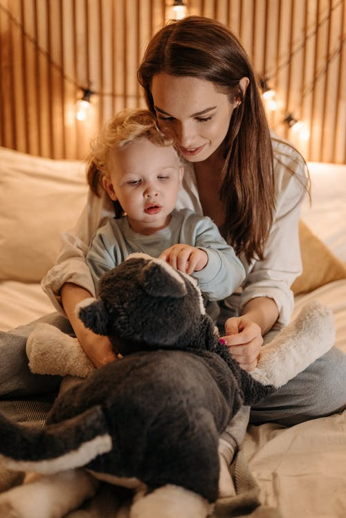 Fotos de stock gratuitas de acogedor, cama, familia