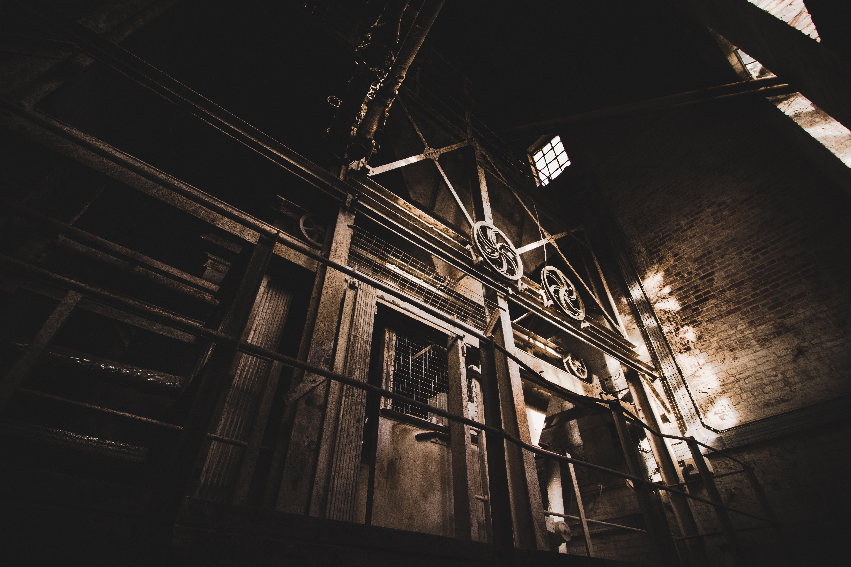 Foto stok gratis cahaya matahari, diabaikan, menakutkan, pabrik tua