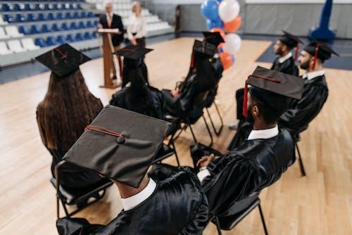 Kostnadsfri bild av alumner, avslutningsceremoni, början