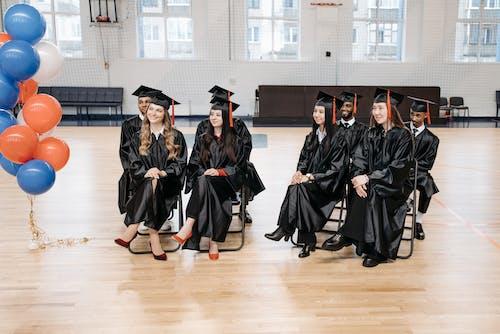 Fotos de stock gratuitas de alumnos, ceremonia de graduación, comienzo