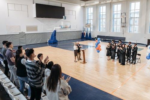 Kostnadsfri bild av avslutningsceremoni, basketplan, början