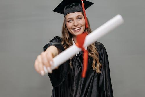 Fotobanka sbezplatnými fotkami na tému aan lichtbak toevoegen, absolvent, absolventi