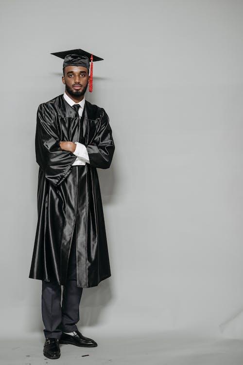 Photos gratuites de afro-américain, anciens élèves, casquette académique carrée