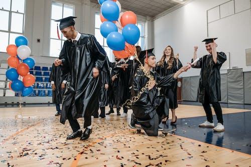 Kostnadsfri bild av akademiskt tak, alumner, ballonger
