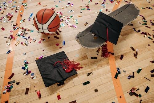 Kostnadsfri bild av akademiskt tak, basketboll, examen