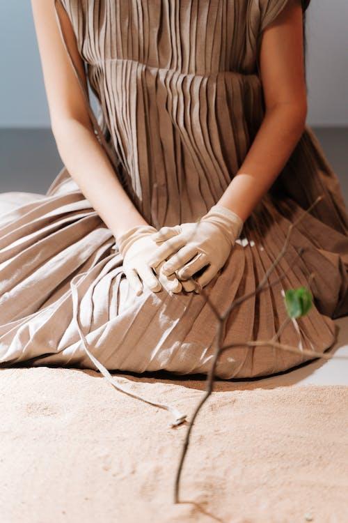 Безкоштовне стокове фото на тему «вертикальний, жінка, коричневий»