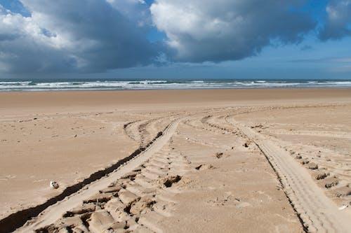 Darmowe zdjęcie z galerii z droga, morze, niebo, piasek