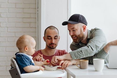Безкоштовне стокове фото на тему «батьки, веселий, волосся на обличчі»