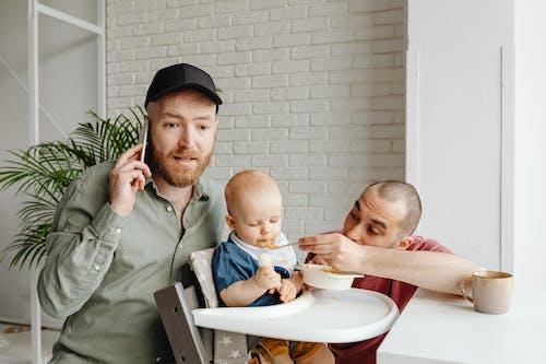 Безкоштовне стокове фото на тему «батьки, борода, веселий»