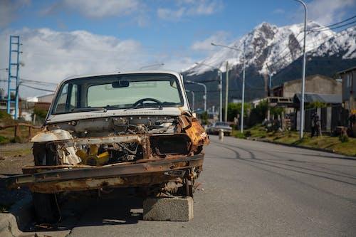 Gratis stockfoto met auto ongeluk, beschadigde, buiten