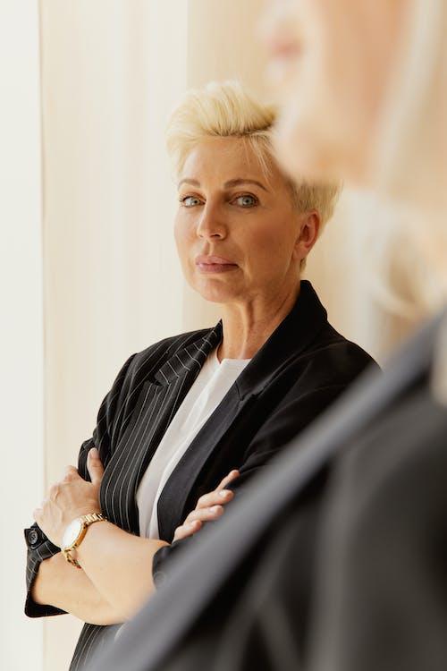 Бесплатное стоковое фото с бизнес-леди, в помещении, деловая женщина