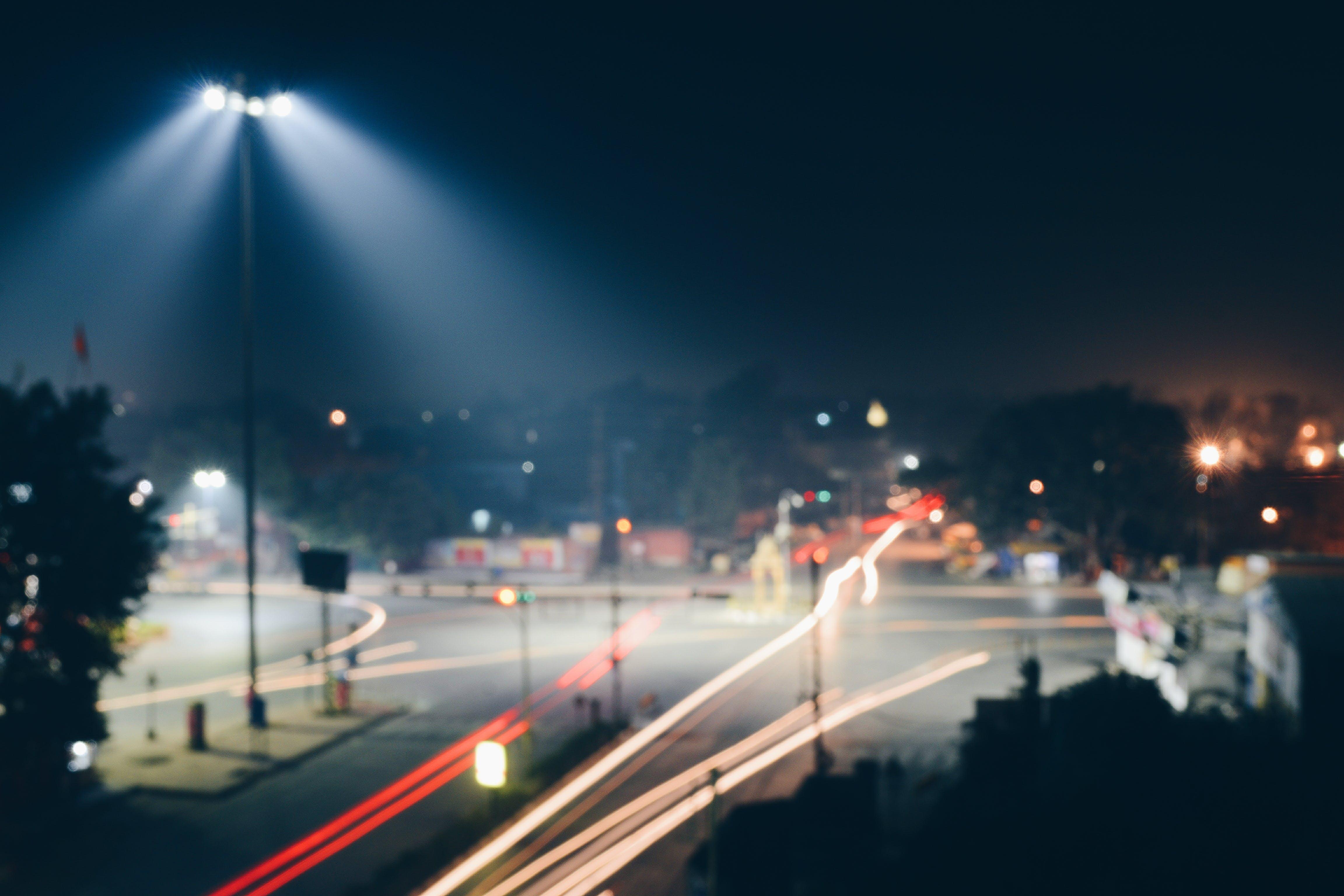 Gratis arkivbilde med asfalt, bevegelse, biler, billys