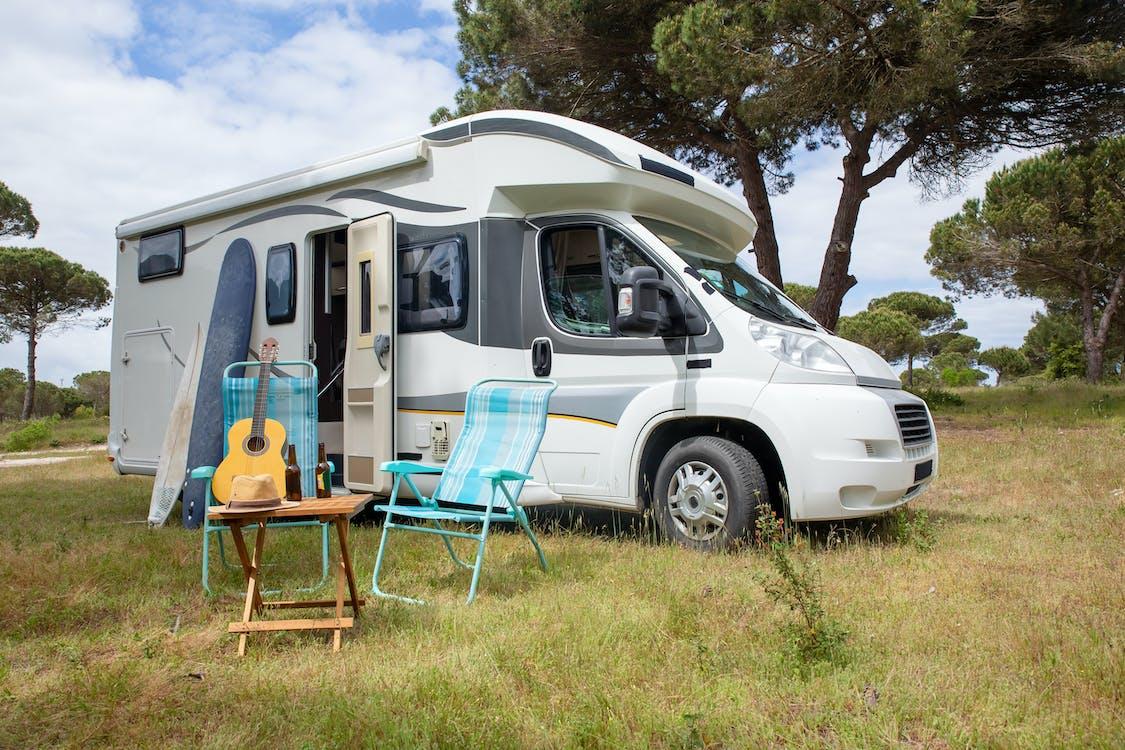 Foto profissional grátis de acampamento, ao ar livre, área de camping