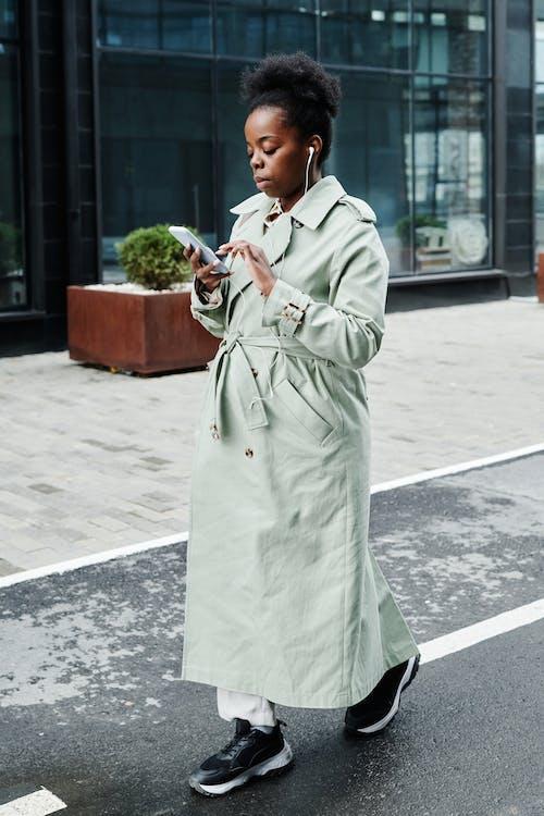 Ingyenes stockfotó afro-amerikai nő, álló kép, aranyos témában