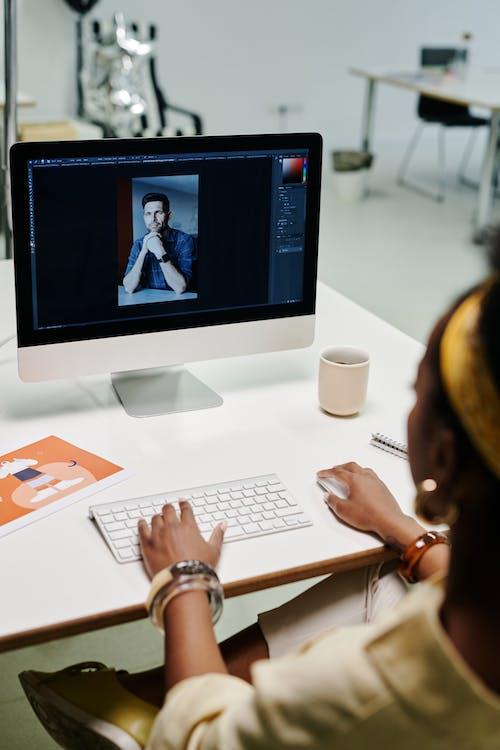 Ingyenes stockfotó afro-amerikai nő, alkalmazott, asztal témában