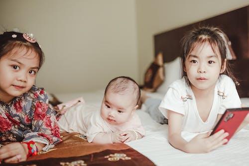 Fotos de stock gratuitas de adorable, bebé, cama