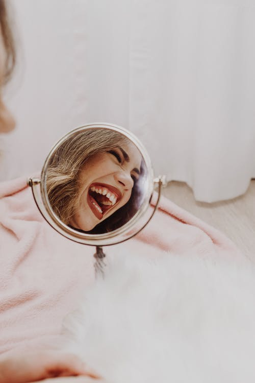 갈색 머리, 거울, 건강의 무료 스톡 사진