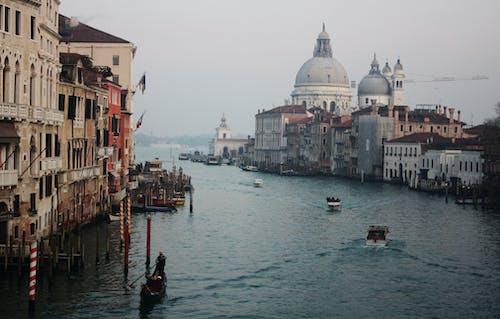 Gratis lagerfoto af arkitektur, både, bro, by