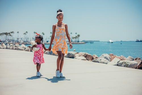 Gratis stockfoto met Afro-Amerikaans, afro-amerikaanse meisjes, broers en zussen