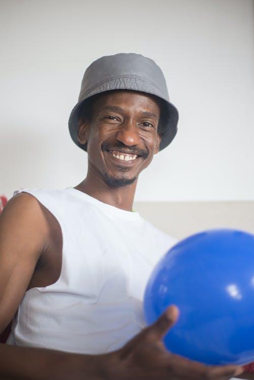 Kostnadsfri bild av ansiktsuttryck, ballong, håller