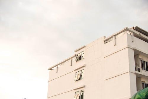 Akşam gökyüzü, bina, gökyüzü içeren Ücretsiz stok fotoğraf