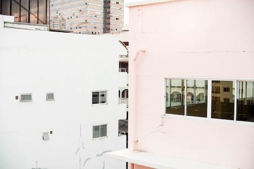 beyaz, binalar, cam pencere, camlar içeren Ücretsiz stok fotoğraf