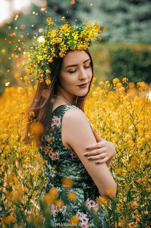 คลังภาพถ่ายฟรี ของ คน, ดอกไม้, ตอนกลางวัน, ผู้หญิง