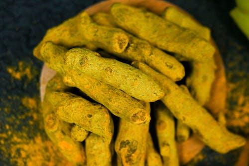 Turmeric Crops Coated with Tea Powder