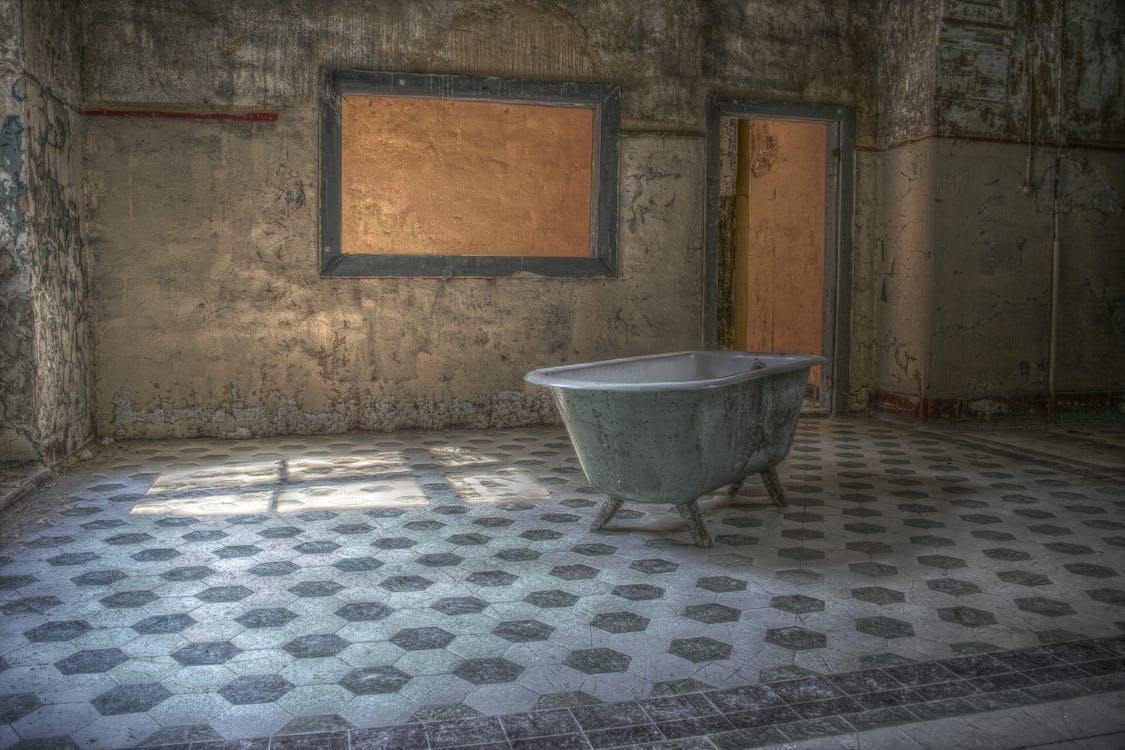 Ingyenes stockfotó elveszett hely, fürdőkád, marodistan témában
