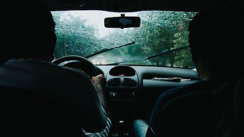 Бесплатное стоковое фото с автомобиль, ветровое стекло, водитель, водить