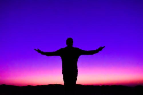 Darmowe zdjęcie z galerii z ciemny, dubaj, niebo, osoba