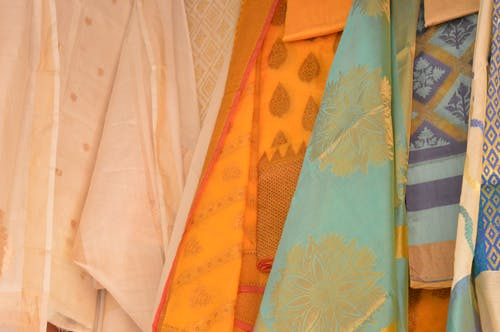 Photos gratuites de robe, robe indienne, saree, soie