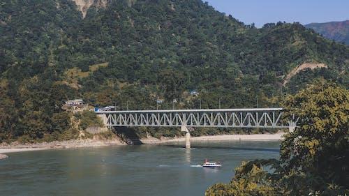 คลังภาพถ่ายฟรี ของ ภูมิทัศน์ที่สวยงาม, ภูเขาสีเขียว, สะพาน